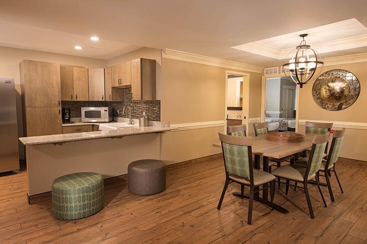 palm suite shades of green. Black Bedroom Furniture Sets. Home Design Ideas